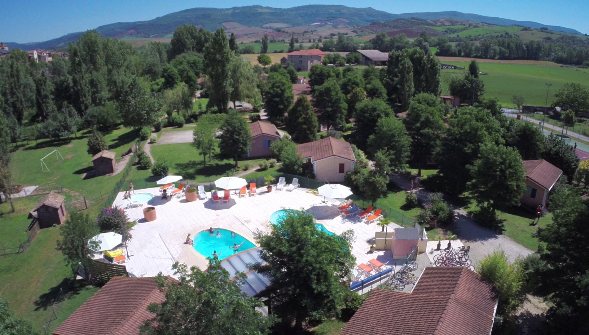 Location gite et village vacances aveyron avec piscine for Village vacances avec piscine couverte