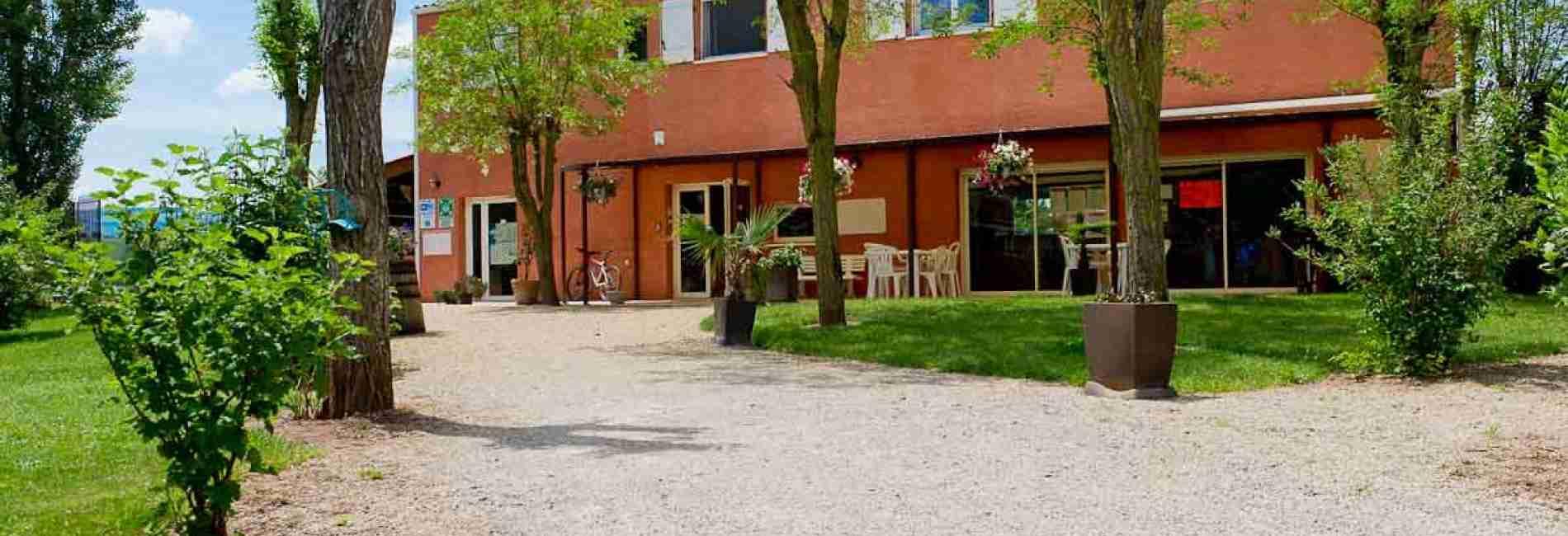 accueil_et_salle_commune-village-de-gites.jpg
