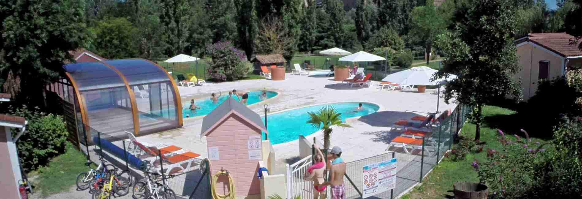 piscine-couverte-chauffée-gîtes.jpg