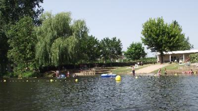 bases-de-loisirs-piscine-couverte-chauffée-tennis.jpg