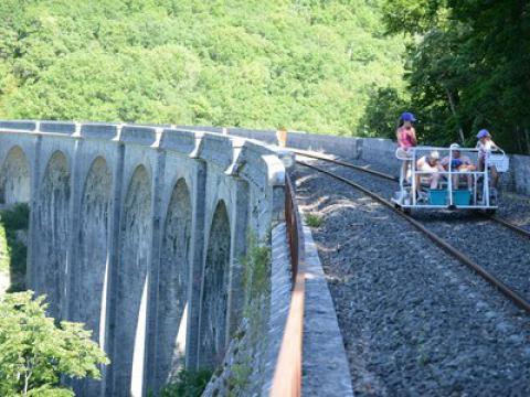 velo-rail-larzac-village-gîtes-camping.jpg